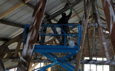 Bâtiment réhabilité par FACET pour la cidrerie Kerné à Pouldreuzic.  Traitement des 507 m2 de surface de la charpente.